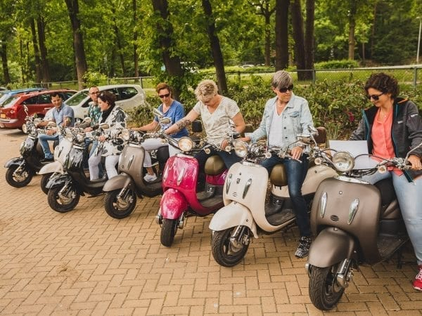 Scooter rijden familiefeest